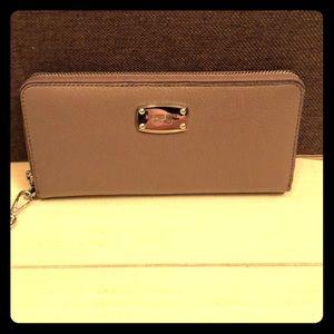 NWT Michael Kors Travel Continental wallet/clutch